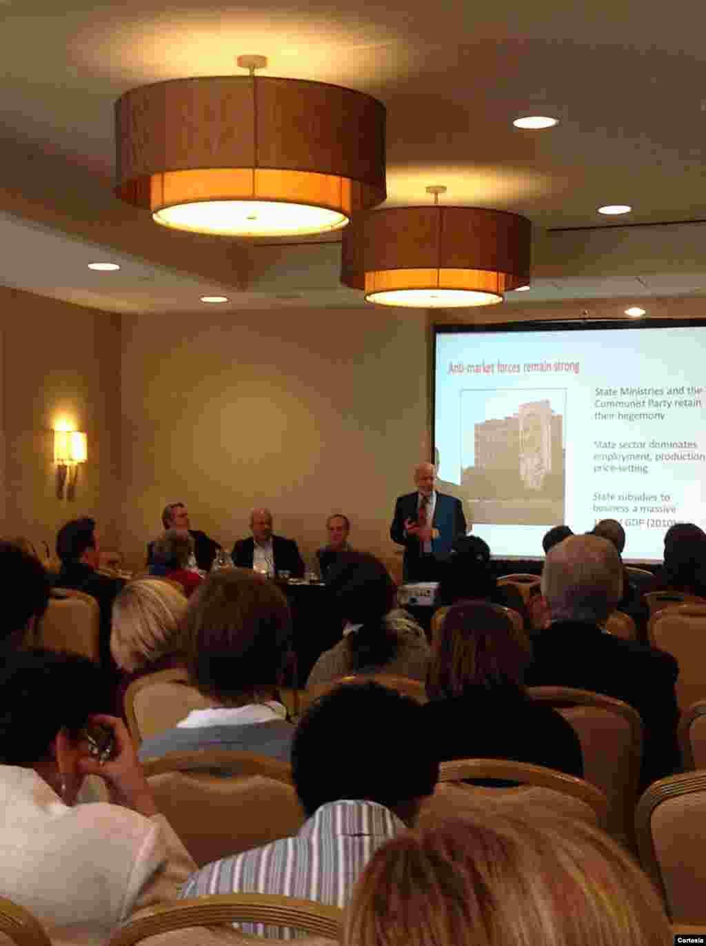 """Julio Márquez en la conferencia """"Institutional Impacts on US - Cuban Relations"""""""
