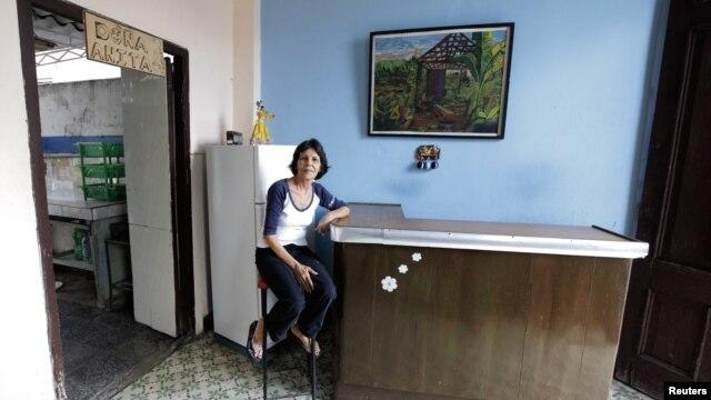 La propietaria de una cafetería en las cercanías del estadio Latinoamericano de El Cerro, no ha podido abrir su local pues fue cerrado ante la amenaza del cólera