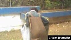 Reporta Cuba mendigos que bucean en la basura en Contramaestre. Foto: Yoandris Veranes.