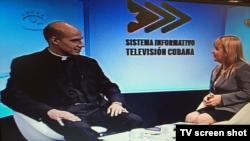 Padre Rolando y Magda Resik Aguirre, narradores de cermonias durante viaje del Papa Francisco.