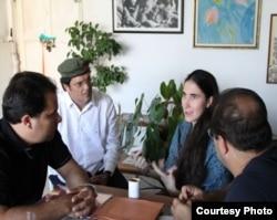 Yoani Sánchez con los periodistas brasileños