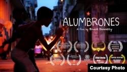 "Cartel promocional del filme ""Alumbrones"", de Bruce Donnelly."