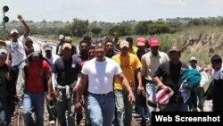 Grupo de inmigrantes ilegales se dirigen hacia Estados Unidos