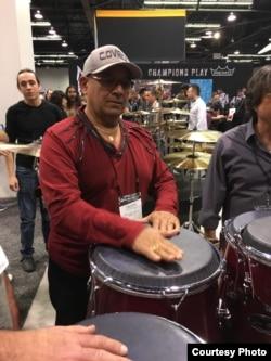 Calixto Oviedo es uno de los más grandes percusionistas cubanos.