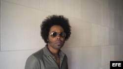 El artista cubano canadiense, Alex Cuba, nominado en la categoría de Mejor Álbum de Pop Latino en la ceremonia del Grammy