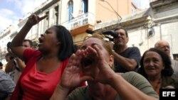 Acto de repudio contra las Damas de Blanco.