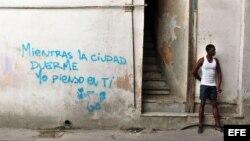 Los jóvenes en Cuba sueñan con un futuro imposible, destaca el periódico estadounidense.