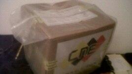 Caja con votos del CNE recogida de la basura.