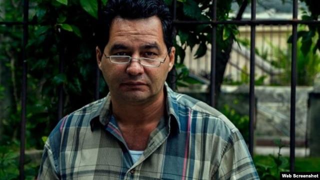 Angel Santiesteban, captado por el fotógrafo Claudio Fuentes, momentos antes de su detención.