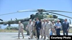 Presidente sirio visita base aérea en Hamimin