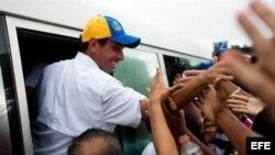 A mes y medio de las elecciones, el candidato opositor, Henrique Capriles, realiza un maratónico recorrido por todo el país.