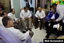 Alejandro Castro Espín en una reunión de los cinco espías con Fidel Castro
