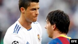 El delantero portugués del Real Madrid, Cristiano Ronaldo (i), y el delantero argentino del FC Barcelona, Leo Messi.