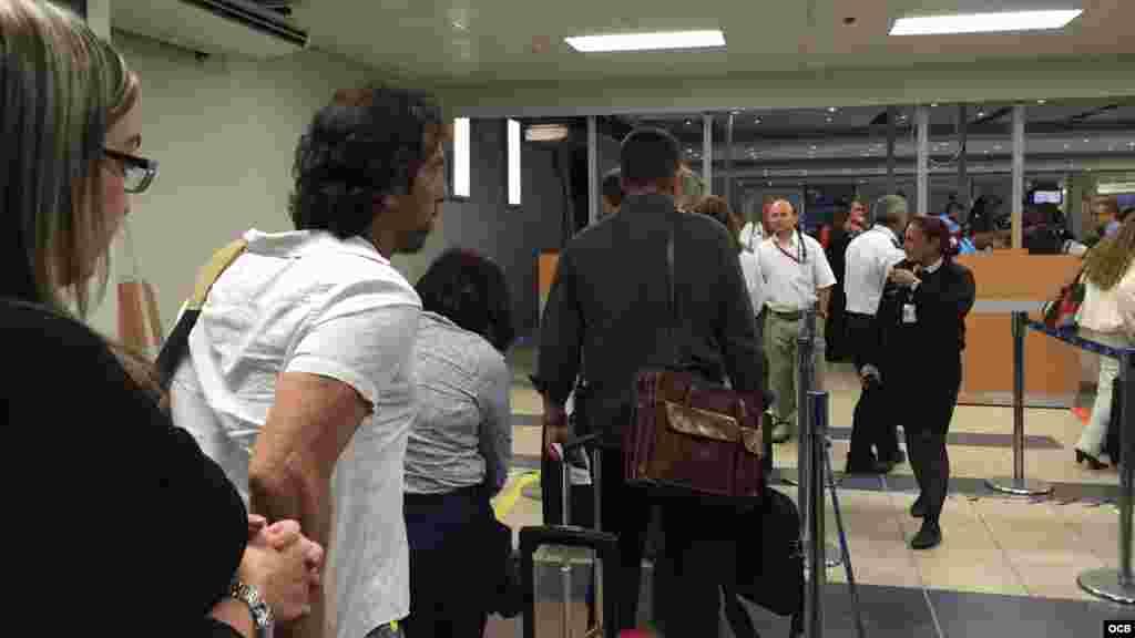 Pasajeros a su llegada al Aeropuerto Internacional de Tocumen, en ciudad de Panamá.
