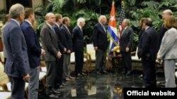 Raúl Castro recibe en La Habana a una delegación de congresistas estadounidenses.