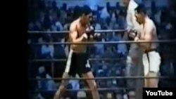 Florentino Fernández (I) se enfrenta a Gene Fullmer (D) Archivo.