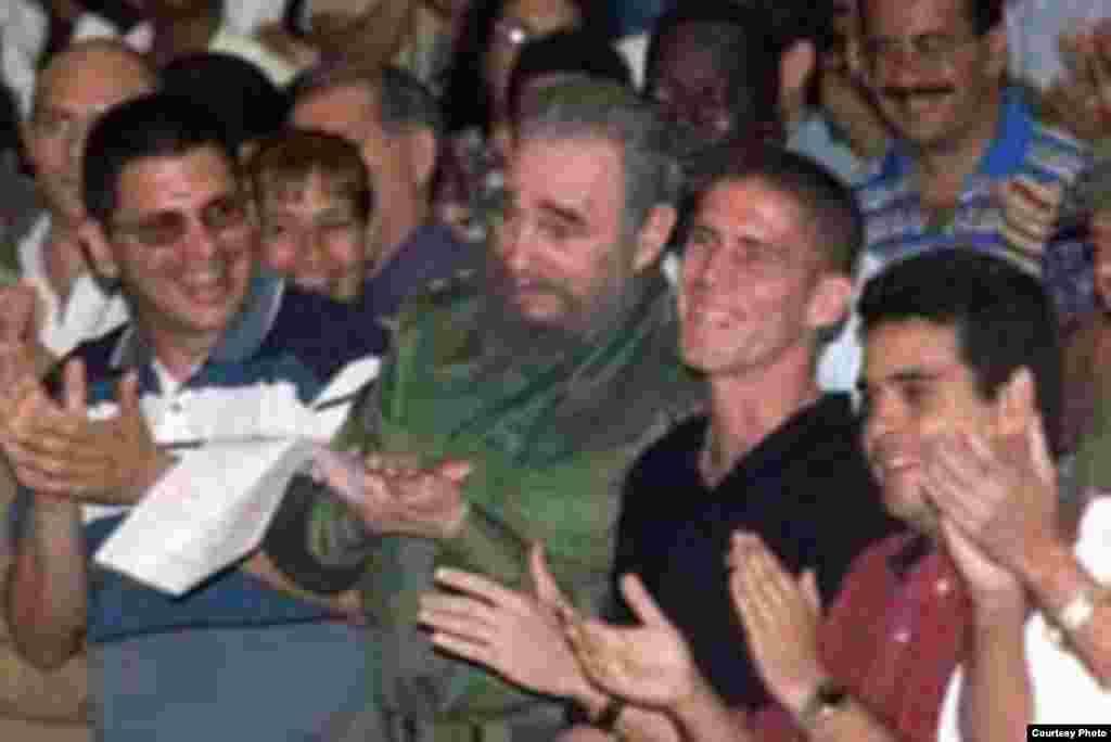 De izq. a der. Otto Rivero, Fidel Castro y Hassan Pérez.