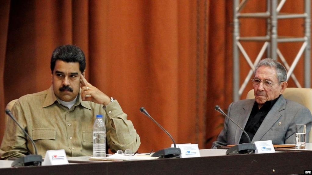 Raúl Castro y Nicolás Maduro en el Palacio de Convenciones de La Habana.