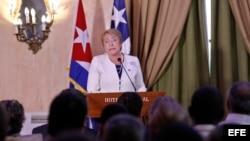 La presidenta chilena Michelle Bachelet inaugura foro empresarial en La Habana