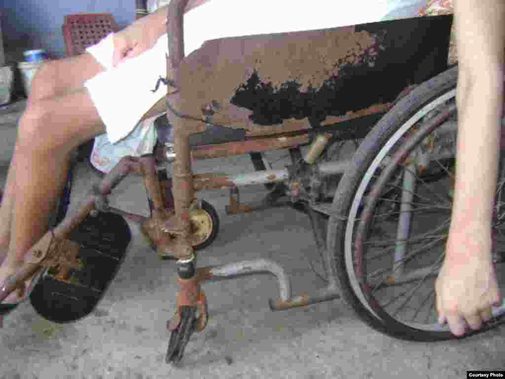 Condiciones de la silla de ruedas de Yeison Olivera Pérez. Fotos: Pastor Alejandro Hernández.