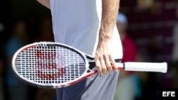 Foto de archivo de una raqueta de tenis.