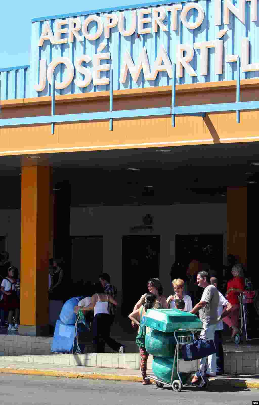 Comienzan a regir en Cuba medidas que restringen el ingreso de bienes.