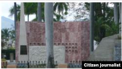 Reporta Cuba. Obelisco construido junto a la tumba de José Martí, Santiago de Cuba. Foto: Herodes Echemendía.