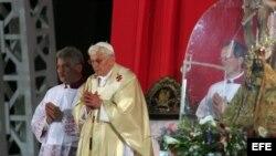 Benedicto XVI durante la misa en Santiago de Cuba