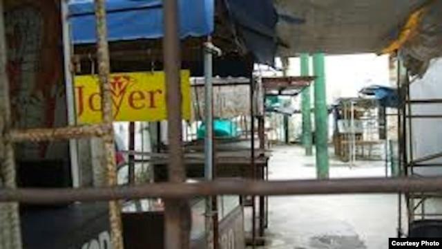 La prohibición de vender importados fue como un tsunami que barrió con cientos de puestos de venta en las ferias de cuentapropistas (foto Cubanet)