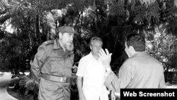 Nikolai Leonóv y Fidel Castro en La Habana. Castro engañó al pueblo cubano diciendo que no era comunista y que su revolución era más verde que las palmas.