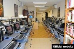 """El Centro Lincoln en la Sección de Intereses de EEUU en La Habana ofrece internet """"a cualquier cubano que solicite el servicio""""."""