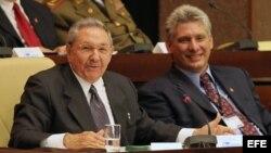 ARCHIVO. Raúl Castro (i), y Miguel Díaz-Canel (d), en la Asamblea del Poder Popular, en La Habana (Cuba).