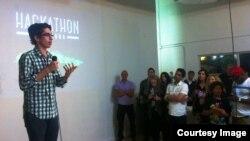 Raúl Moas, director ejecutivo de Raíces de Esperanza, en la presentación del Hackathon for Cuba.