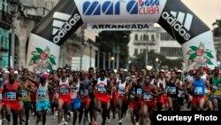 Imagen de la salida del Maratón de La Habana en una edición anterior.