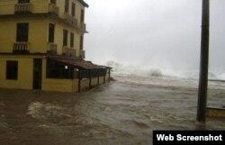 Penetraciones del mar en Baracoa cuando el embate del huracán Ike, en 2008.
