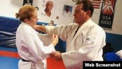 Angélica Delgado entrenando con su padre, Miguel Delgado.