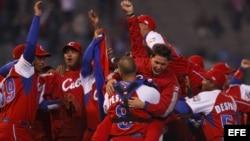 Fotografía de archivo. Jugadores del equipo de béisbol de Cuba.