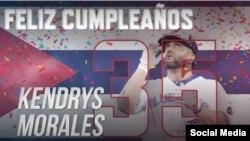 El cubano Kendrys Morales celebra su cumpleaños 35 disparando un jonrón de dos carreras por los Azuelejos de Toronto el 20 de junio de 2018. (Tomado de MLB Cuba, Twitter).