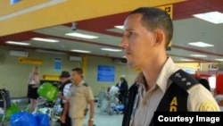 Oficial de Aduana en el Aeropuerto Internacional José Martí