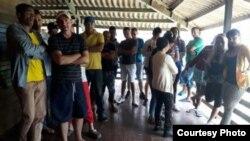 Cubanos en el campamento de Los Planes en Gualaca, provincia panameña de Chiriquí (El Siglo)