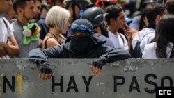 Manifestantes exigen liberación de estudiantes detenidos en las protestas contra Nicolás Maduro.