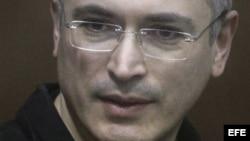 Liberan al activista ruso Mijail Jodorkovski