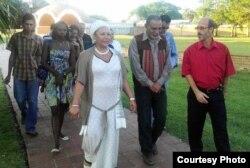 La senadora colombiana Piedad Córdoba visita el Instituto Superior y la Escuela Nacional de Arte de Cuba en 2012.