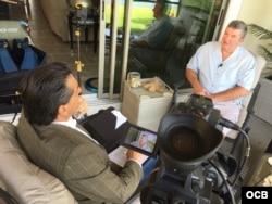 El experto en inteligencia Chris Simmons en entrevista con Ricardo Quintana de TV Martí.