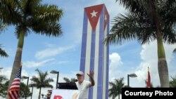 Exiliados cubanos en Miami protestan por política de Obama hacia Cuba
