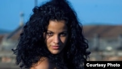 Campaña busca ayuda para joven actriz cubana.