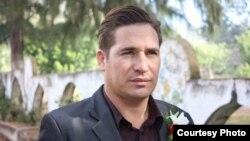 """Luis Hernández Martín, cuentapropista, dueño del Café """"Celia Cruz"""", cerrado por presiones del régimen cubano."""