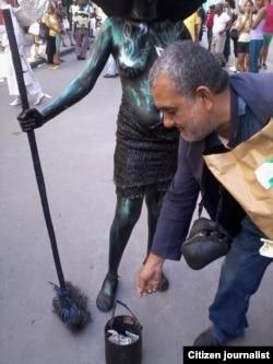 Reporta Cuba. Estatuas andantes. Foto: Yusmila Reyna.