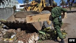 Militares recorren zonas afectadas por el paso del huracán Irma.