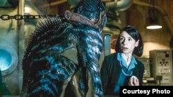 """Sally Hawkins (der.) obtuvo una nominación al Oscar a la mejor actriz protagónica por """"La forma del agua"""""""
